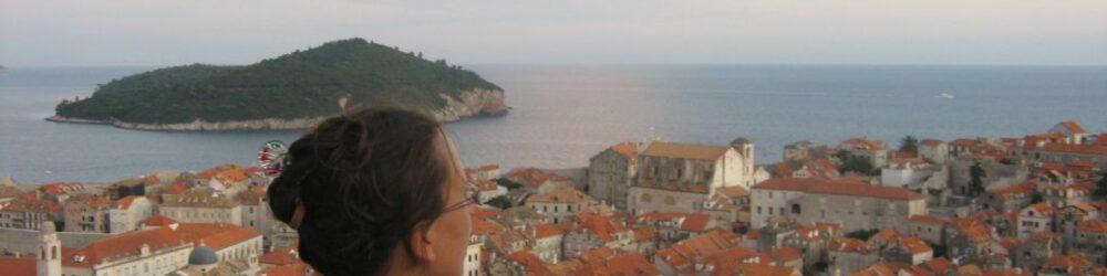 Na-dopustu-komunicirajte-v-hrvaščini-in-ne-v-balkanskem-miksu